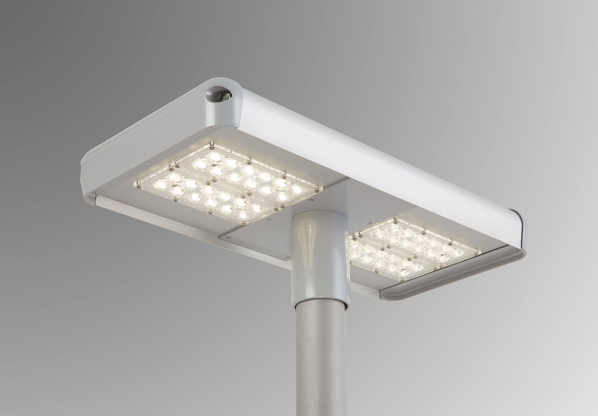 Home T Lamp – symmetrical light for parking lots and parks